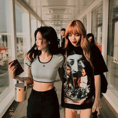 Discover recipes, home ideas, style inspiration and other ideas to try. Kim Jennie, Divas, Kpop Girl Groups, Kpop Girls, Blackpink Debut, Estilo Swag, Blackpink Members, Kim Jisoo, Black Pink Kpop