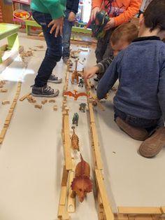 Dinosaurs Preschool, Reggio Emilia, Watch, Youtube, Blue Prints, Clock, Bracelet Watch, Clocks, Youtubers