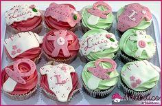 Cupcakes con motivos de bebé en fondant