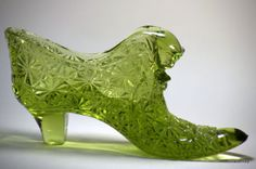 Vintage-Fenton-Colonial-Olive-Green-Daisy-Glass-Cat-Slipper-1960s