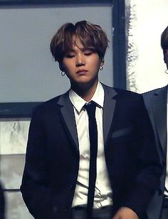 Animated gif shared by 𝓱𝓸𝓾𝓼𝓮 𝓸𝓯 𝓬𝓪𝓻𝓭𝓼. Find images and videos about gif, bts and yoongi on We Heart It - the app to get lost in what you love. Min Yoongi Bts, Min Suga, Bts Jungkook, Suga Gif, Cute Korean Girl, Bts Chibi, Kpop, Bts Video, Flower Boys