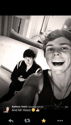 Oh Ashton looks so happy! And Calum looks so annoyed!