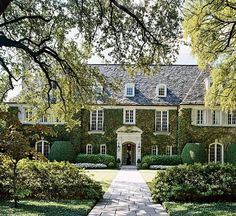 Ivy Covered Exterior = my ultimate dream home Texas Homes, New Homes, Classic House, House Goals, Traditional House, Traditional Bedroom, My Dream Home, Curb Appeal, Exterior Design