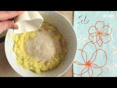 Zucchinipuffer, aber süß! Sehr beliebt bei Kindern. Mit Creme Fraiche oder Sahne servieren. Das Rezept gibts bei Allrecipes Deutschland http://de.allrecipes.com/rezept/13691/s--e-zucchinipuffer.aspx