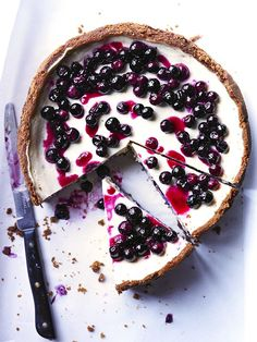 blueberry cheesecake with speculoos crust