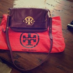Tory Burch  fold over messenger bag Tory burch fold over messenger bag purple bag signs of use,tiny pen mark inside, some leather is missing from bezel check pic no3 and  check pic 4 toocomes with dust bag!! Tory Burch Bags