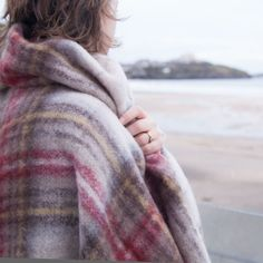 Don't just use a throw on the safe, wear it as a wrap! Highland Check throw 130 x 180 cm, instantly warm next to the skin.