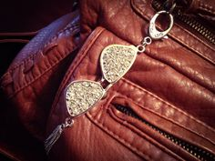 Look What I See! Shades for your Purse Anyone? Cute Little Sunglasses Purse Charm, Covered in Rhinestones! The Silver Tones Look Great! Sparkly Jewelry, Handcrafted Jewelry, Jewelry Crafts, Rhinestones, Looks Great, Jewelry Making, Women Jewelry, Charmed, Shades