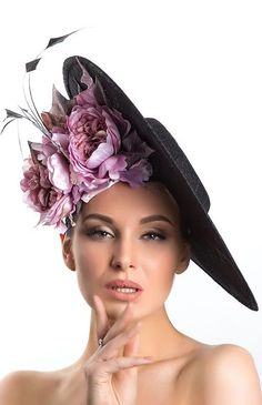 How to wear Purple. What to wear with a purple dress. Ladies Day Outfits, Race Day Outfits, Derby Outfits, Outfits With Hats, Derby Day Fashion, Races Fashion, Fashion 2020, Black Fascinator, Fascinator Hats
