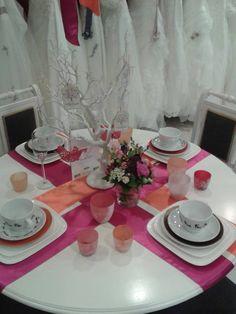 Prachtige tafel met satijnen linten om aan te dineren tijdens jullie droomhuwelijk. Satijnen linten in alle kleuren verkrijgbaar bij Ariena's Weddings