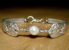 Bracelet with single pearl.