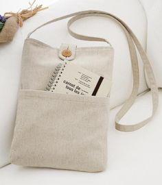 シンプルで合わせやすい!ポケットつき縦長ポシェットの作り方(バッグ)   ぬくもり Fabric Tote Bags, Diy Tote Bag, Canvas Tote Bags, Creation Couture, Linen Bag, Cotton Bag, Cloth Bags, Handmade Bags, Leather Crossbody Bag