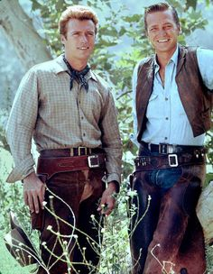 Clint Eastwood as Rowdy Yates and Eric Fleming as Gil Favor in Rawhide - loved that show and those 2 guys Hollywood Stars, Classic Hollywood, Old Hollywood, Great Tv Shows, Old Tv Shows, Actor Clint Eastwood, Scott Eastwood, Vintage Television, The Lone Ranger