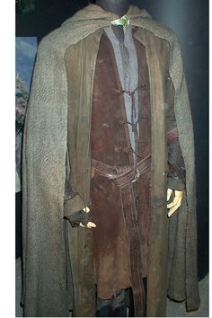 Aragorn's costume in Fellowship of the Ring. Note the single fingerless glove and the longcoat, hallmarks of ranger characters everywhere.