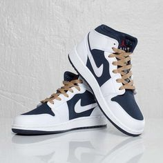 NIKE Women's Shoes - Air Jordan 1 Phat (GS) - Find deals and best selling products for Nike Shoes for Women Nike Air Shoes, Nike Free Shoes, Air Jordan Shoes, Nike Shoes Outlet, Sneakers Nike, Sneaker Store, Streetwear Online, Sneakers Fashion, Fashion Shoes