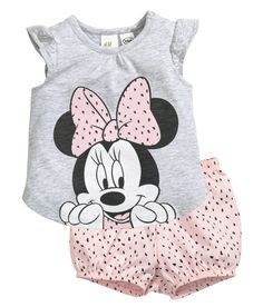 Set in soft slub cotton jersey. Top with short butterfly sleeves, printed motif at front, concealed snap fasteners at one shoulder, and rounded hem. Puff pants with printed pattern and elasticized waist and hems. Little Girl Dresses, Toddler Outfits, Baby Boy Outfits, Kids Outfits, Disney Baby Clothes, Cute Baby Clothes, Cute Baby Girl, Baby Girl Newborn, Little Girl Fashion