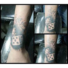 "Tattoo Dados, ""La suerte esta echada"" #Tattoo #Tatuajes #Ideas #Luck #Suerte #sombras #blackandgrey #manizales #Colombia"
