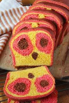 Owl Face reveal Bread -- A delicious sandwich loaf with a surprise owl face inside. what a HOOT! Surprise Inside Cake, Sandwich Loaf, Milk And Eggs, Face Reveal, Red Food Coloring, Delicious Sandwiches, Cute Owl, Food Pictures, Bread Recipes