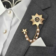 Retro V Type Round Flying Soaring Eagle Suits Collar Pin Brooch for Men Fashion Party Gifts