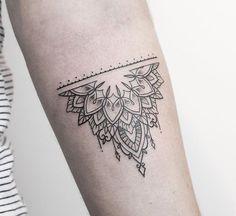 Little mehndi inspired piece from yesterday at Mehndi Tattoo, Tattoo Femeninos, Ankle Tattoo, Back Tattoo, Henna Hand Designs, Tattoo Design For Hand, Tattoo Designs, Hand Tattoos, Neue Tattoos