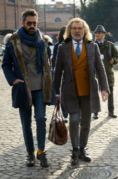 ..Love to 'people watch' at this trade show!   Street style Pitti Uomo, Florence
