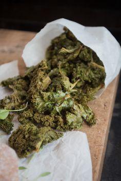 Grünkohlchips / Kale Chips {flowers on my plate}