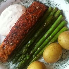Salmon with asparagus.