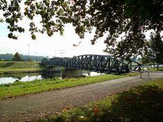 Riegel am Kaiserstuhl, die Stahlbogenbrücke über den Leopoldskanal verbindet die Kaiserstuhlbahn mit der Bundesbahn, Okt.2007