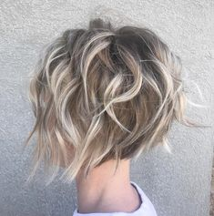 Tender Feathered Blonde Pixie Bob for thin hair fine wavy bobs 60 Short Shag Hairstyles That You Simply Can't Miss Short Wavy Hairstyles For Women, Pixie Bob Hairstyles, Pixie Bob Haircut, Hairstyles 2018, Choppy Bob Haircuts, Different Hairstyles, Layered Hairstyles, Funky Hairstyles, Formal Hairstyles