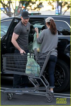 : Photo Chris Evans pushes a wagon full of groceries back to the car after going shopping on Valentine's Day with his girlfriend Minka Kelly on Thursday (February at… Emily Ratajkowski Outfits, Winter Maternity Photos, Christopher Evans, Samantha Jones, Dakota Mayi Johnson, Minka Kelly, Robert Evans, Danielle Campbell, Man Thing Marvel