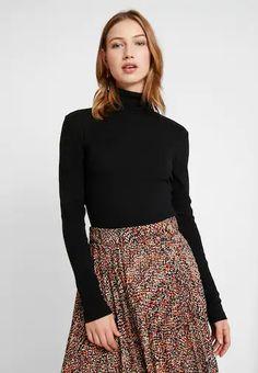 Svarte T-shirts langermet   Dame   Nye overdeler på nett hos Zalando Fall Skirts, Mini Skirts, Patterned Tights, Models, Duffy, Cool Sweaters, Winter Accessories, Everyday Look, Summer Looks