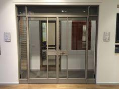 חלונות אלומיניום של קליל בצבע אפור אבן Lockers, Locker Storage, Divider, Projects To Try, House Design, Windows, Doors, Cabinet, Furniture