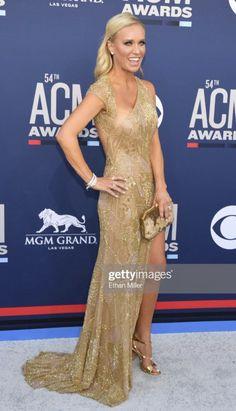 Killing the red carpet Caroline Bryan, Luke Bryan, Brown Dress, Gold Dress, Red Carpet, Awards, Formal Dresses, Fashion, Gold Gown