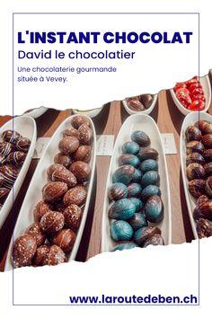David l'instant Chocolat est une boutique de chocolat situé en Suisse. Il y a plusieurs adresses dont une située à Vevey. #chocolat #vevey #suisse Vevey, David, Breakfast, Food, Chocolate Factory, Switzerland, Fine Dining, Greedy People, Morning Coffee