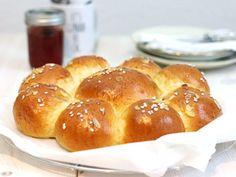 s Keine Ahnung, ob Ihr diesen Kuchen kennt – Dreikönigskuchen ist ein traditioneller Hefekuchen aus Süddeutschland bzw. der Schweiz, wo er noch öfter gegessen wird (soviel ich weiss kommt er auch von dort). Man backt (oder kauft) den Kuchen für den 6. Januar – Heilige Drei Könige – oder die Weisen aus dem Morgenland oder auch […]