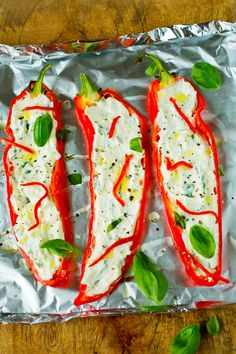 Lyst på en skikkelig smakfull middagsrett? Test ut grillet søt paprika med fetaost! Tapas, Caprese Salad, Fresh Rolls, Sour Cream, Sushi, Side Dishes, Food And Drink, Veggies, Vegetarian