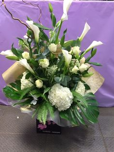 Modern 💎 All White 💎 Roses, Lilies and hand-tied bouquet going out shortly 😍 Hand Tied Bouquet, Luxury Flowers, Calla Lily, All White, Lilies, Hydrangea, Flower Arrangements, Floral Wreath, Roses