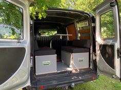 MICA Camperbox met zit, keuken en bed module! - 3DotZero Automotive BV Volkswagen Caddy, Berlingo Camper, Kangoo Camper, Minivan Camping, Mini Camper, Stainless Steel Sinks, Water Supply, Water Tank, Outdoor Life
