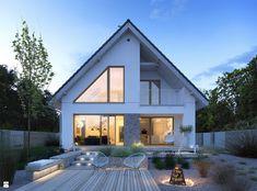 Dostępny - niewielki dom z nowoczesnymi akcentami Home Building Design, Home Design Plans, Building A House, Modern Bungalow Exterior, Dream House Exterior, House Extension Design, Facade House, Modern House Design, House Rooms