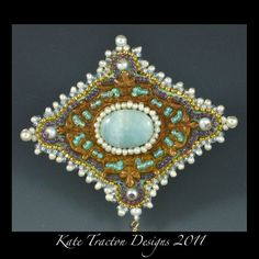 Elizabeth Brosche Perlen Stickerei Amazonit von KateTractonDesigns