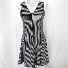 Banana Republic Dress Sz 8P Black White Stripe Sleeveless Stretch Rayon Knit #BananaRepublic #BlackWhite