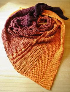 Spiderl-ing& pattern mermaid - So it is done, my sample mermaid is ready, LL, color Indian Summer, I am very enthusias - Indian Summer, Learn How To Knit, How To Start Knitting, Hand Knitting, Knitting Patterns, Crochet Patterns, Knitted Shawls, Diy Halloween, Shawls And Wraps
