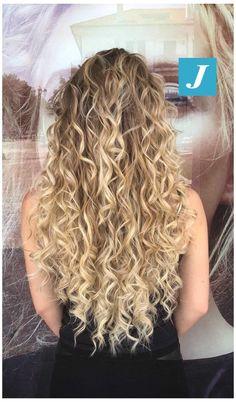 Blonde Curly Hair Natural, Blonde Highlights Curly Hair, Big Curly Hair, Colored Curly Hair, Blonde Curls, Curly Hair Tips, Balayage Hair, Curly Hair Styles, Blonde Hair Perm