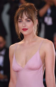 "Why Dakota Johnson Stands Out In ""Black Mass"" – hair bangs long Messy Bangs, Long Hair With Bangs, Messy Fringe, Wispy Bangs Round Face, Bangs Long Hair, Fringe Hair, My Hairstyle, Hairstyles With Bangs, Hair Inspo"