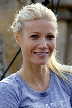 Gwyneth Paltrow Photo - Gwyneth Paltrow Makes Out, Awkwardly