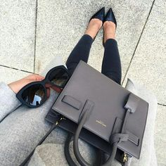 Find amazing prices on Yves Saint Laurent at LePrix. Enjoy discounts on everything YSL, from clothing to handbags. Fashion Bags, Fashion Handbags, Womens Fashion, Dkny Handbags, Fashion Beauty, Large Handbags, Chanel Handbags, 90s Fashion, Yves Saint Laurent Bag