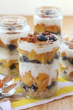 Blueberry & Grilled Peach Quinoa Parfaits - a healthy and tasty summer ...