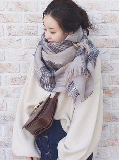 """季節は冬。寒い季節だからこそ着たくなるアイテムがたくさんありますよね。そのなかでも""""愛されコーデ""""が叶うアイテムをピックアップ。大人ももっと可愛くなれる冬コーデをご紹介します。 Fashion Lookbook, Fashion Trends, Tartan Scarf, Korea Fashion, Winter Outfits, Scarves, Cute Outfits, Street Style, Stylish"""