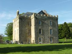 Peel Castle - must be Kevin McCloud's favourite Grand Design property Castle Boutique, Kevin Mccloud, Cottage Style Homes, Yorkshire Dales, Grand Designs, Bed And Breakfast, Mansions, House Styles, Manor Houses