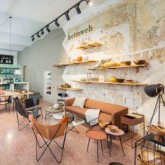 Concept Store Heimweh im Bezirk - Wien Interior Styling, Interior Decorating, Interior Design, Merchandising Displays, Retail Store Design, Store Interiors, Retail Interior, Interior Inspiration, Vienna